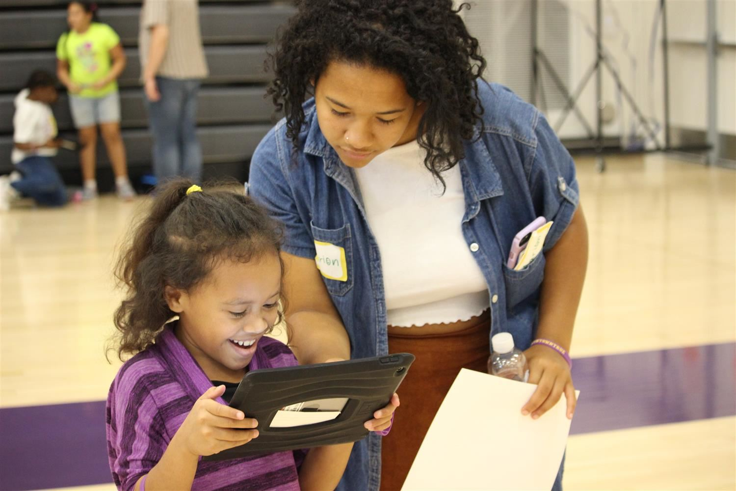 NKCHS student helping Crestview student with iPad